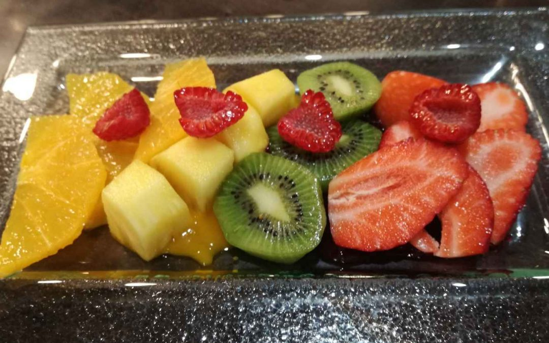 Fruta preparada de temporada con mistela