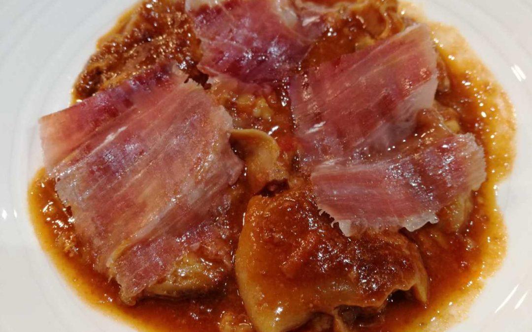 Manitas de cerdo con jamón ibérico