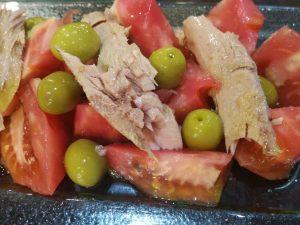 restaurante-marisqueria-valencia-islas-canarias-puerto-tomate-atun-aceitunas